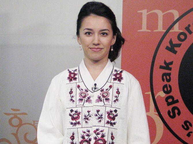 [ArirangTV] Let's speak Korean 의 Lisa Kelly-Kim Young